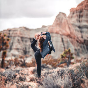 team-building-outdoor-yoga-01